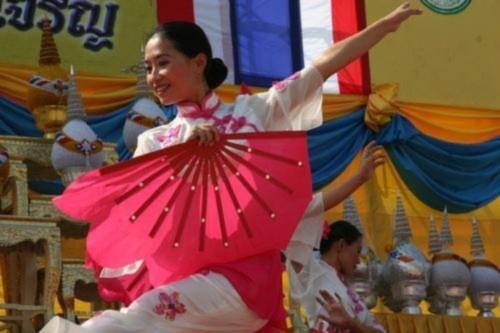 Các học viên Pháp Luân Đại Pháp thực hiện màn múa cổ điển Trung Quốc tại Băng Cốc, Thái Lan