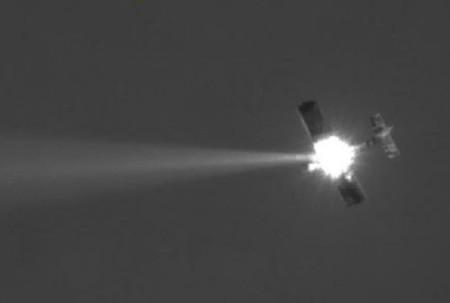 Tia laser đốt cháy máy bay thành tro bụi