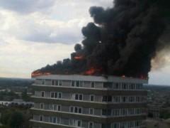 Video: Tòa nhà 15 tầng bốc cháy ngùn ngụt giữa London