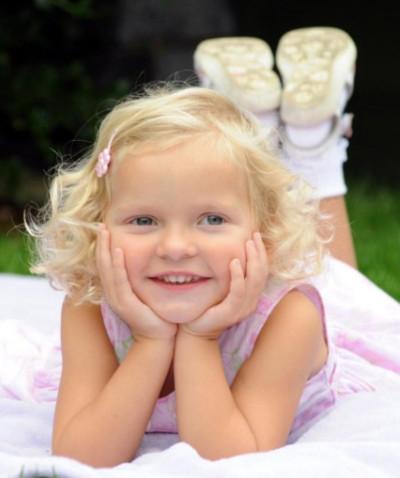 Sự hồi phục kỳ diệu của bé gái bị bổ đôi hộp sọ