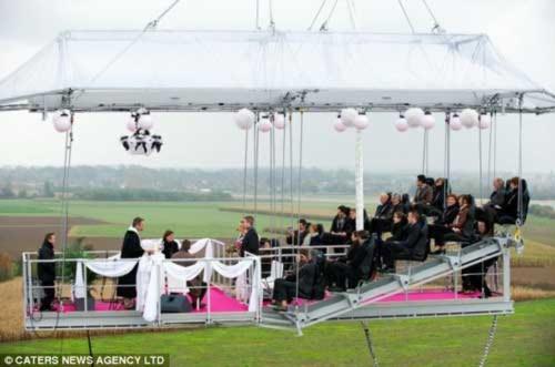 Tổ chức lễ cưới trên không