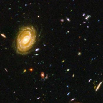 Bức ảnh chụp bởi kính thiên văn Hubble này là tổ hợp của một triệu lần chụp phơi sáng mỗi lần 1 giây, tiết lộ hình ảnh các thiên hà tại thời gian rất ngắn sau Big Bang. Nhưng liệu đây có thực sự là sự khởi đầu của vũ trụ, hay chỉ là một giai đoạn trong sự phát triển của nó? (NASA/Getty Images)