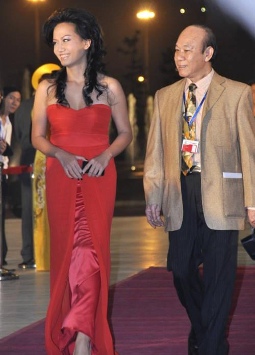 Mỹ nhân Việt 'lấn át' Trương Gia Huy