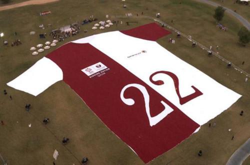 Kỷ lục Thế giới: Chiếc áo T-shirt dài 72m, nặng 6 tấn