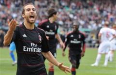 Milan và Juventus vượt khó, chung khúc nhạc vui