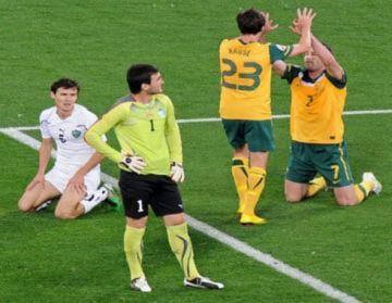 Australia vào chung kết Asian Cup sau cơn mưa bàn thắng
