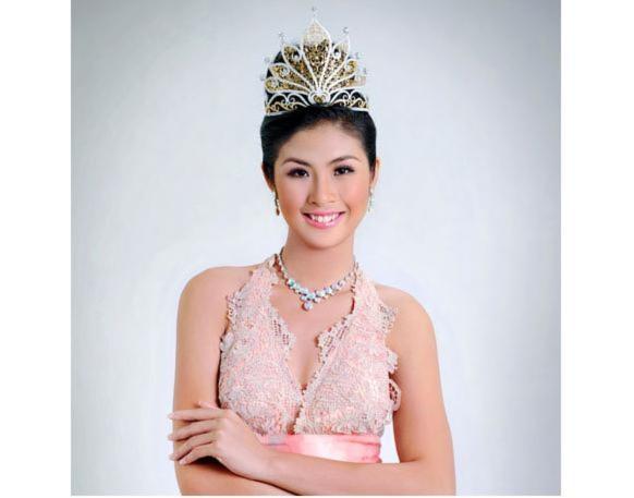 Hoa hậu Ngọc Hân rạng rỡ ngày giáp tết