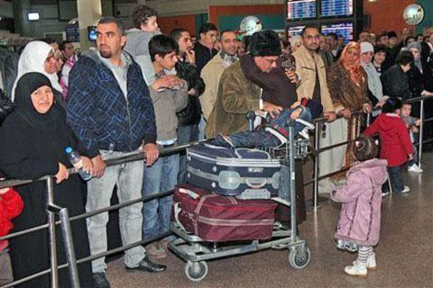 Các nước đưa máy bay, tàu đến di tản người nước ngoài ở Libya