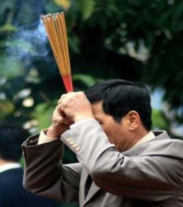 Doanh nhân năng đến chùa đầu năm