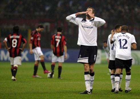 Chiến thắng trước Milan là một bất ngờ nữa mà Tottenham (áo trắng) tạo ra trong lần đầu dự Champions League. Ảnh: AFP.