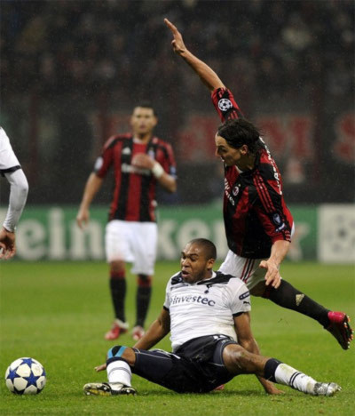 Sức mạnh và tốc độ của Tottenham khiến Milan gặp rất nhiều khó khăn. Ảnh: AFP.