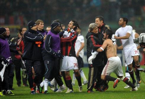 Hình ảnh xuất về Gattuso (cởi trần) cuối trận. Ảnh: AFP.
