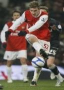 Arsenal vào tứ kết Cup FA gặp MU
