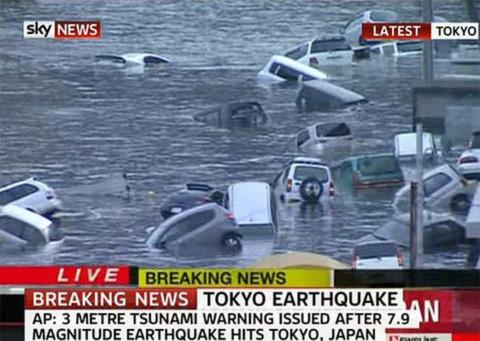 Sóng thần cao tới 10 mét ập vào Nhật Bản