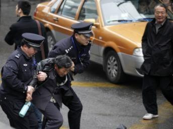 Tiếp tục kêu gọi biểu tình dù bị đàn áp