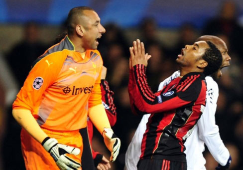 Milan chơi tốt hơn ở lượt về nhưng lại quá vô duyên trong các tình huống dứt điểm. Ảnh: AFP.