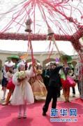 Đám cưới cổ tích của cặp đôi 23 tuổi, cao 1,2m