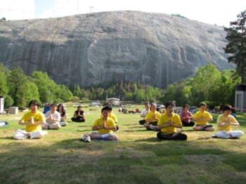 Học viên ở Atlanta tại chân núi đá