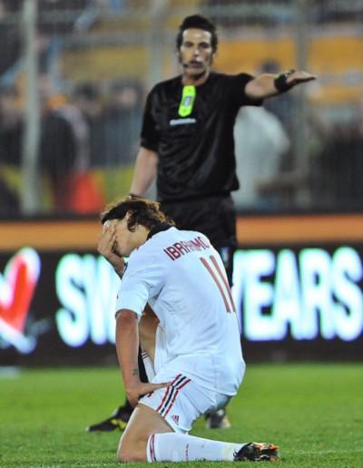 Ibrahimovic một lần nữa khiến Milan chịu vạ lây khi mùa giải vào giai đoạn quyết định nhất. Ảnh: AFP.
