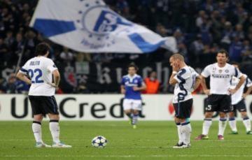 Inter mất ngôi, Schalke đấu bán kết với MU