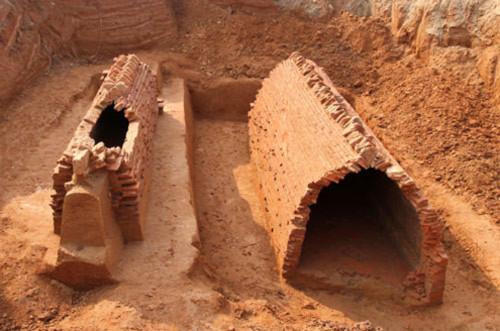 Phát hiện hai ngôi mộ nghìn tuổi ở khu đô thị Ciputra