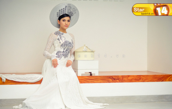 Á hậu Trương Thị May đẹp đằm thắm với áo dài