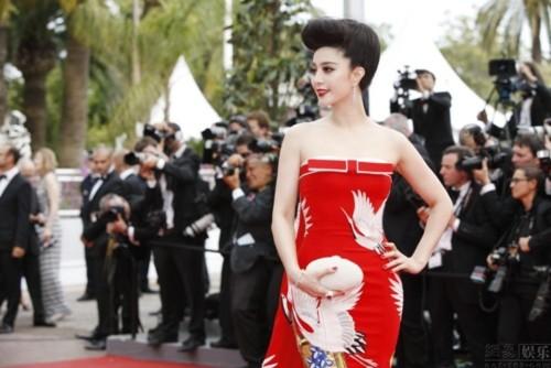 """Phạm Băng Băng """"trắng như Bạch Tuyết"""" tại LHP Cannes"""