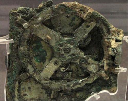 Một tạo tác của công nghệ thời Hy Lạp cổ được gọi là Antikythera Mechanism