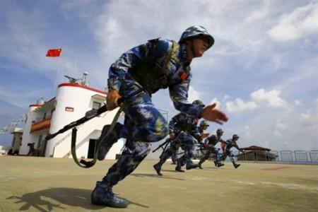 Lính thủy đánh bộ Trung Quốc tập trận trong khu vực biển Đông.