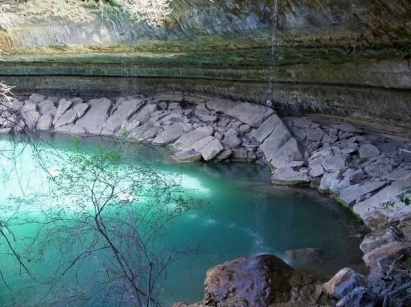 Hồ nước tuyệt đẹp có mái vòm rêu nghìn năm tuổi 3