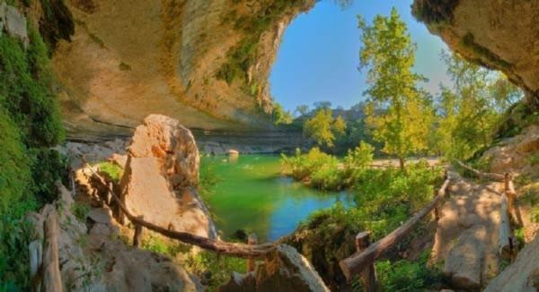 Hồ nước tuyệt đẹp có mái vòm rêu nghìn năm tuổi 8