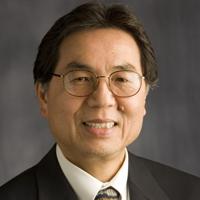 Tiến sĩ vật lý Võ Đình Tuấn, Viện trưởng Viện Fitzpatrick thuộc Đại học Duke , North Carolina ( Hoa Kỳ)