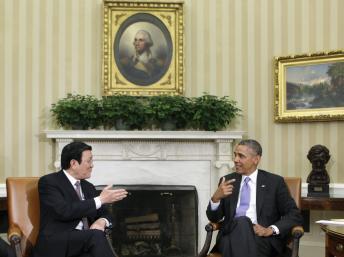 Tổng thống Mỹ Barack Obama (P) tiếp Chủ tịch nước Việt Nam Trương Tấn Sang tại Nhà Trắng, Washington, 25/07/2013 REUTERS