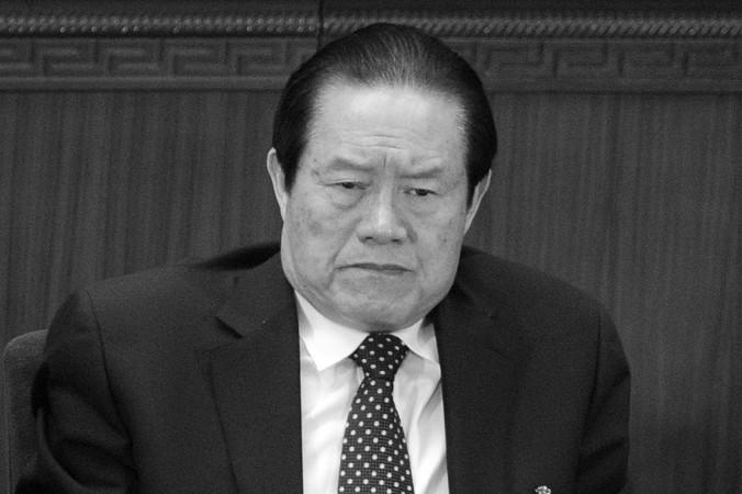 Trong một bức ảnh chụp ngày 5 tháng 3 năm 2012, Chu Vĩnh Khang, thành viên Ủy ban Thường vụ Bộ chính trị của Đảng Cộng sản Trung Quốc, tham dự một phiên họp mở của Đại hội Đại biểu Nhân dân toàn quốc tại Đại hội đường Nhân dân tại Bắc Kinh. Tin tức gần đây ở Trung Quốc cho thấy Chu Vĩnh Khang có thể bị buộc tội tham nhũng
