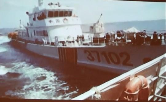 Tàu số hiệu 37102 của Trung Quốc đâm vào ngang mạn 1 tàu của Việt Nam