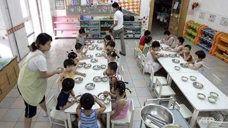 Một bữa ăn trưa tại nhà trẻ ở Trung Quốc