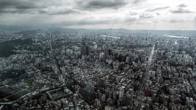 Ảnh chụp các tòa nhà thương mại và dân dụng ở Thượng Hải. Báo cáo ngày 30 tháng 9 năm 2013 nhận định rằng, trong tháng 9 giá nhà đất ở Trung Quốc tăng nhanh hơn so với tháng trước do ảnh hưởng của các chính sách kiểm soát giá suy giảm. (Ảnh internet)