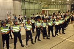 Sau vụ việc, cảnh sát chống bạo động đã được triển khai bên ngoài Trung tâm Hội đồng Lập pháp vào đêm của ngày 13/6/2014