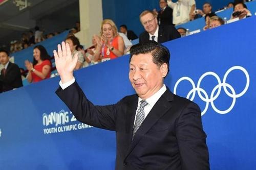 Ngày 16, Chủ tịch Trung Quốc Tập Cận Bình xuất hiện trong lễ khai mạc Thế vận hội thanh niên tại Nam Kinh. Trong khi đó tại Thượng Hải, đoàn thanh tra Trung ương cũng rầm rộ tiến hành điều tra về bằng chứng tham nhũng của Giang Trạch Dân và Hàn Chính. (Ảnh internet)