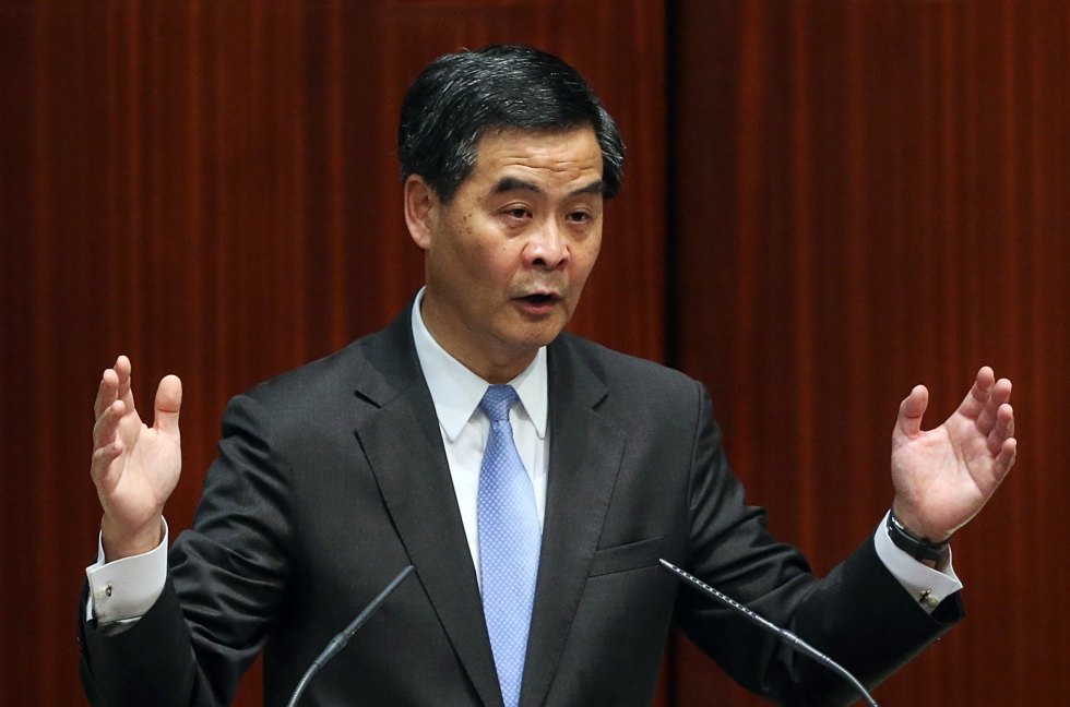 Lương Chấn Anh trong cuộc họp báo sau khi công bố bài diễn văn chính sách 2014 tại Hồng Kông, 15 tháng 1 năm 2014. Lương đã bỏ túi hàng triệu đô từ một thỏa thuận kinh doanh với công ty kỹ thuật UGL của Úc, dẫn đến nhiều xung đột lợi ích sau đó. (Ảnh internet)
