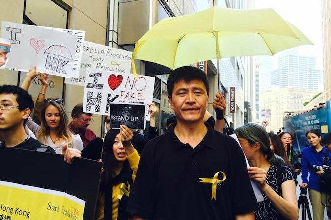 Ông Chu Phong Tỏa, cựu lãnh tụ cuộc biểu tình sinh viên Thiên An Môn năm 1989 tham dự phong trào sinh viên tại Hồng Kông. (Zhou Fengsuo/Facebook.com)