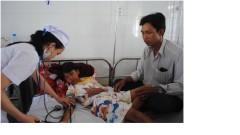 Em Ngô Hoàng Hải được điều trại tại Bệnh viện Đa khoa tỉnh Cà Mau - Ảnh: T.Thái. Báo tuổi Trẻ
