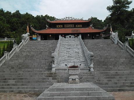 Đền thờ ông trên núi Phượng Hoàng. Ảnh wiki