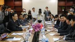 Đoàn đại diện Việt Nam và Campuchia trong buổi họp về vấn đề biên giới giữa hai nước tại Phnom Penh hôm 7/7/2015.