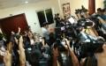 Nhiều phóng viên báo, đài đến Bộ Tài nguyên - Môi trường nhưng nhận được thông tin sau cuộc họp của các bộ sẽ không có họp báo thông tin tới báo chí - Ảnh: Nguyễn Khánh - tuoitre