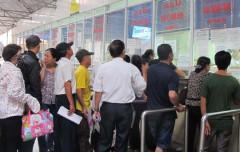 Bệnh nhân xếp hàng chờ khám. Ảnh nld.com.vn