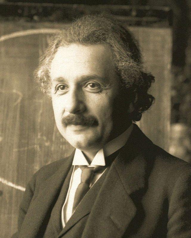 Albert Einstein trong một buổi giảng dạy tại Viên, Áo vào năm 1921, khi đó ông được 42 tuổi. (Ảnh: Ferdinand Schmutzer)