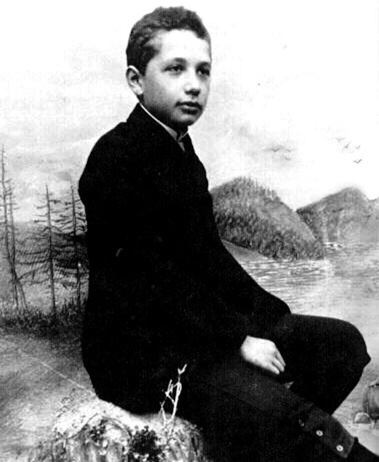 Einstein năm 14 tuổi với rất nhiều câu hỏi kỳ lạ