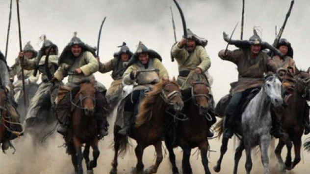 Vó ngựa quân Mông Cổ tung hoàng khắp nơi