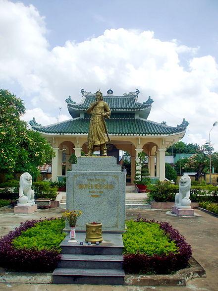 Tượng Nguyễn Hữu Cảnh